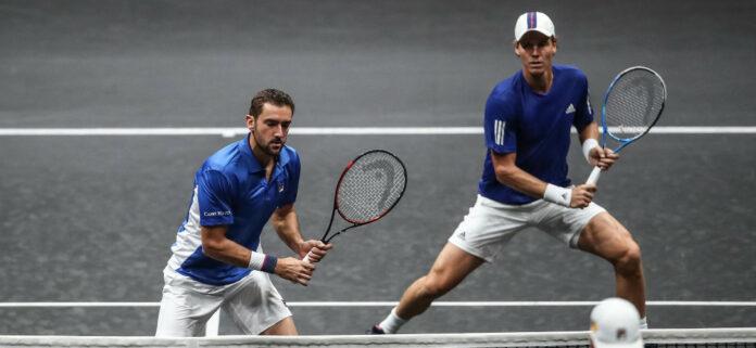 tenistas-jugando